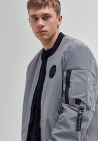PULL&BEAR - Giubbotto Bomber - mottled light grey - 3