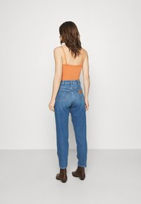 Wrangler - MOM  - Relaxed fit jeans - summer haze - 2