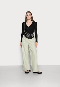 EDITED - SYLVIA TROUSERS - Tracksuit bottoms - desert sage green - 1