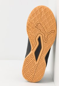 Puma - AURIZ V JR UNISEX - Sports shoes - black/white - 3