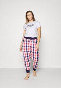 Guess - CREW NECK - Pyjama top - true white - 1