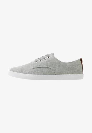 UNISEX - Matalavartiset tennarit - grey
