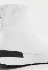 Versace Jeans Couture - High-top trainers - bianco ottico - 2