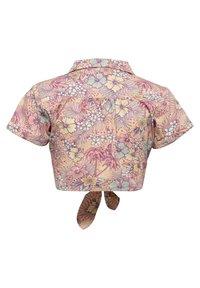 Queen Kerosin - MIT HAWAIIANISCHEM MUSTER - Button-down blouse - coral - 1