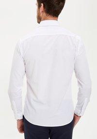 DeFacto - PACK OF 2 - Kostymskjorta - white - 2
