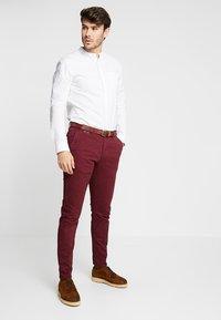 Scotch & Soda - MOTT CLASSIC - Pantalones chinos - bordeaux - 1