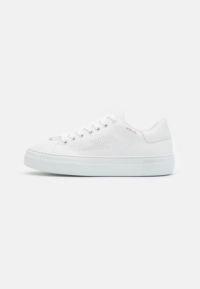 ULTRA LITE TENNIS - Matalavartiset tennarit - white