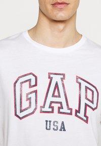 GAP - CITY ARCH TEE - Print T-shirt - optic white - 4