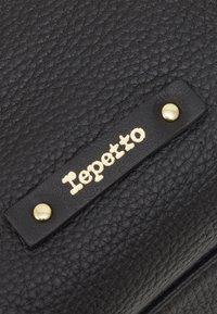 Repetto - GRAND DRAPPE - Shopping bag - noir - 2