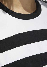 adidas Originals - LARGE LOGO T-SHIRT - Print T-shirt - black - 7