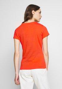 Marc O'Polo - SHORT SLEEVE ROUND NECK - Camiseta estampada - sunset orange - 2