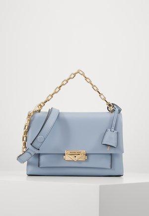 CHAIN - Bolso de mano - pale blue