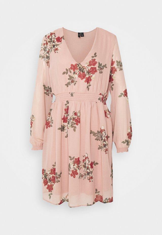 VMALLIE SHORT SMOCK DRESS - Hverdagskjoler - misty rose