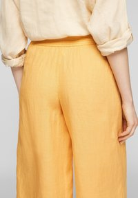 s.Oliver - Trousers - sunset yellow melange - 4