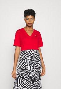 Lacoste - T-shirt basique - rot - 0