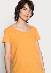 Rich & Royal - SLUB SHIRT - Basic T-shirt - golden orange - 3