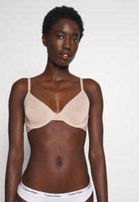 Calvin Klein Underwear - ONE MICRO UNLINED DEMI - Kaarituettomat rintaliivit - honey almond - 0