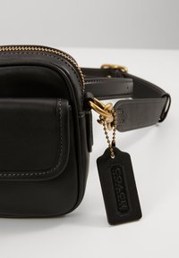 Coach - GLOVETANNEDCONVERTIBLE WAIST PACK - Across body bag - black - 2