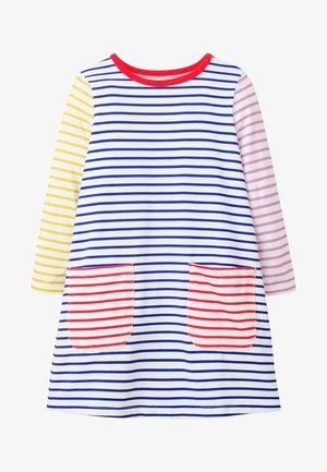 MIT TASCHE - Jersey dress - naturweiß/blitzblau