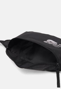 New Balance - IMPACT RUNNING WAIST PACK UNISEX - Bum bag - black/silver - 2