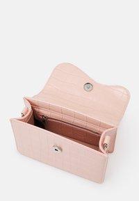 HVISK - CRANE - Across body bag - soft pink - 2