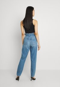 American Eagle - HIGHEST RISE MOM - Jeans baggy - blue heaven - 2