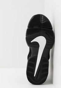 Nike Performance - AIR MAX ALPHA SAVAGE - Kuntoilukengät - black/white - 4