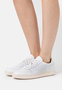 Clae - ALLEN - Zapatillas - white/cream - 0