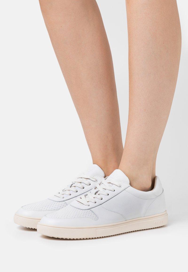 Clae - ALLEN - Zapatillas - white/cream