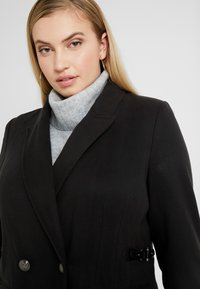 CAPSULE by Simply Be - DOUBLE BREAST SMART MILITARY COAT WITH SIDE BUCKLES - Classic coat - black - 3