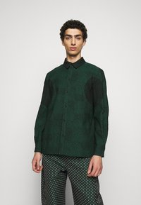 Henrik Vibskov - DOUBLE MIRROR SHOWERTILES - Shirt - black / dark green - 0