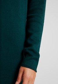 Vero Moda - VMDIANE V-NECK DRESS - Pletené šaty - ponderosa pine - 6