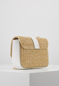 Forever New - PARIS CROSSBODY - Torba na ramię - nude - 3