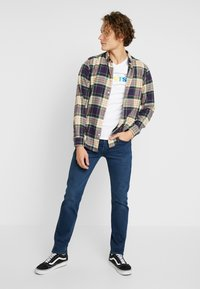 Levi's® - 501® SLIM TAPER - Džíny Slim Fit - ironwood - 1
