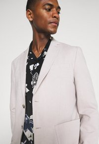 Calvin Klein Tailored - SHORT SLEEVE FLOWER PRINT  - Shirt - print / black - 4