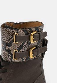 See by Chloé - MALLORY LACE UP - Šněrovací kotníkové boty - medium brown - 6