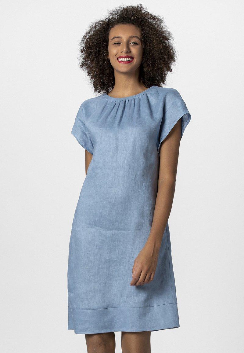 Apart - LINEN DRESS - Vestito estivo - lightblue