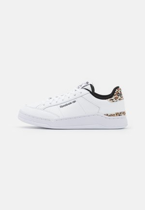 AD COURT - Sneakers laag - footwear white/core black