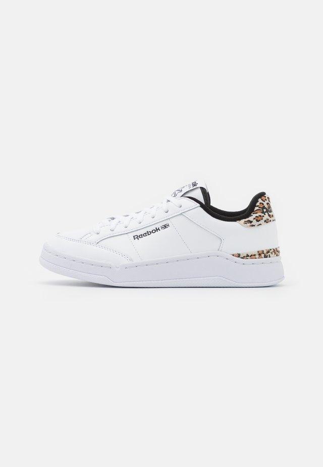 AD COURT - Tenisky - footwear white/core black
