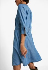 Cream - BALICE DRESS - Dongerikjole - blue denim - 5