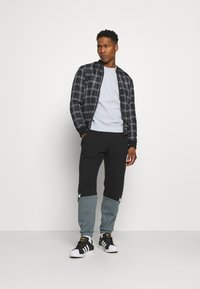 adidas Originals - CREW UNISEX - Sweatshirt - halo blue - 1