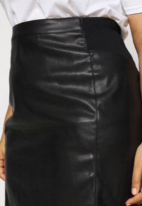 Vero Moda Curve - VMBUTTERSIA  - Pencil skirt - black - 4