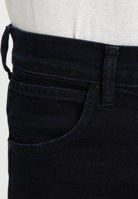 Wrangler - GREENSBORO - Jean droit - black back - 3