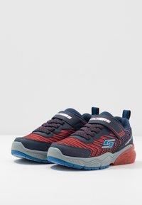 Skechers - THERMOFLUX 2.0 - Tenisky - red/blue/navy - 3