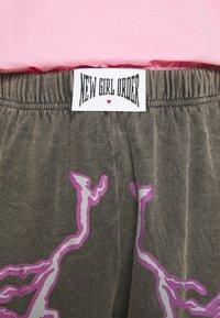 NEW girl ORDER - FLASH JOGGERS - Teplákové kalhoty - grey - 5