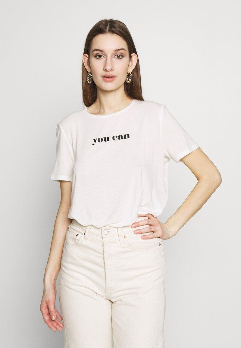 Vero Moda - VMWOMAN TEE  - T-shirts med print - snow white/black