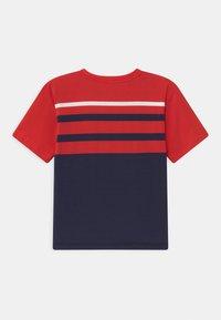 MOSCHINO - MAXI UNISEX - Print T-shirt - poppy red/blue navy - 1