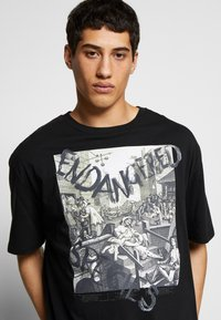 Vivienne Westwood - OVERSIZED CLASSIC - Camiseta estampada - black - 3