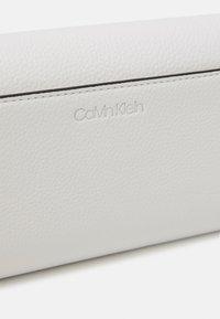 Calvin Klein - TRIFOLD - Wallet - white - 0