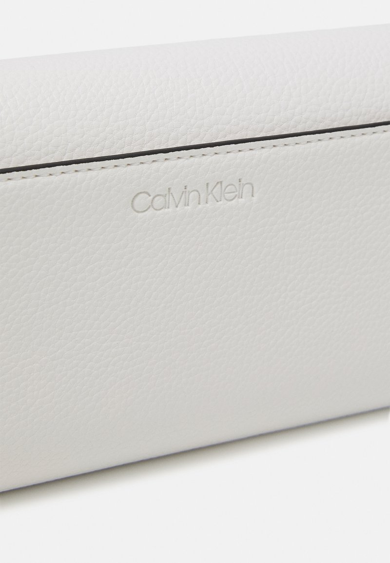 Calvin Klein - TRIFOLD - Wallet - white